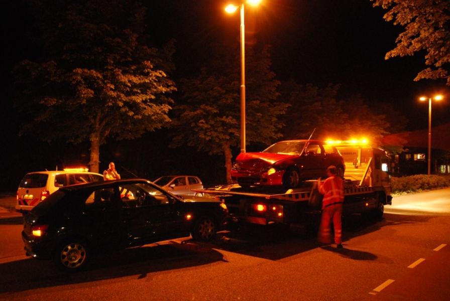 Afslaande auto vol in de flank geraakt