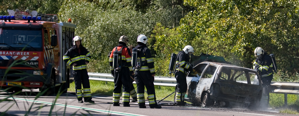Auto volledig verwoest door vuur op N31*Update*