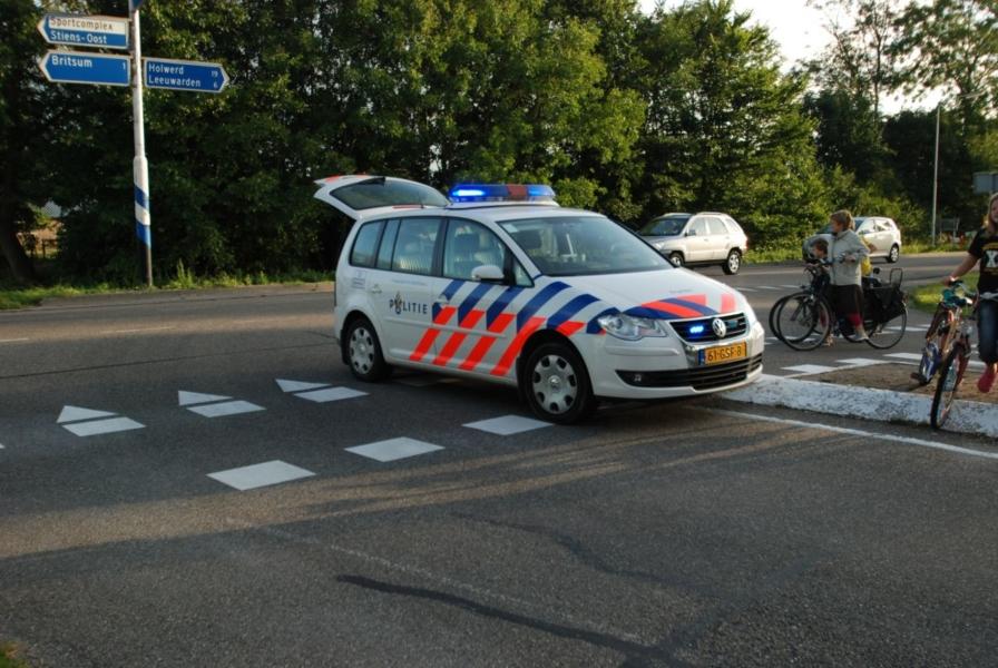 Brommer rijdt fietser aan door lage zon
