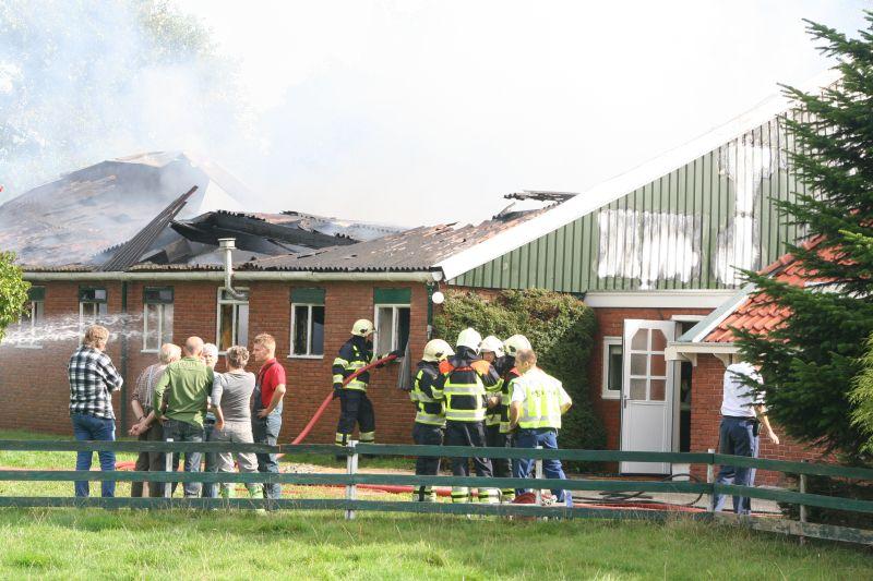 Loodsbrand achter woning