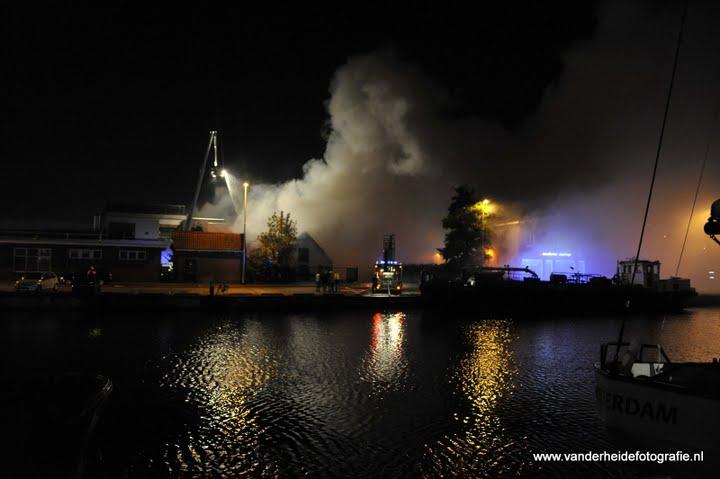 Grote brand in voormalige slachterij *VIDEO UPDATE*