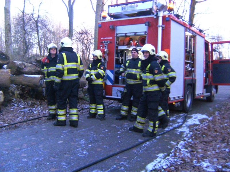 Brandweer ingezet voor smeulende boomstammen