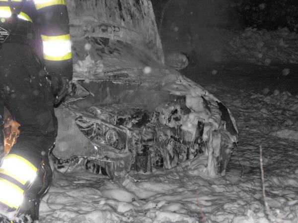 Auto brandt helemaal uit