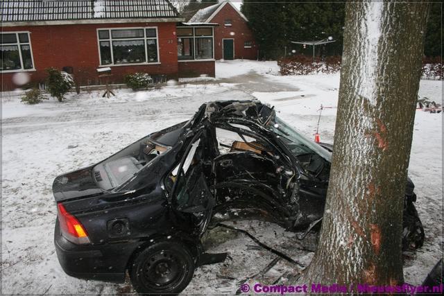 Auto tegen boom : fatale afloop