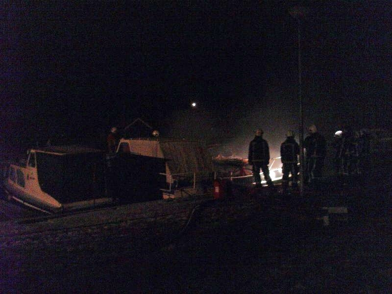 Boot in brand in jachthaven