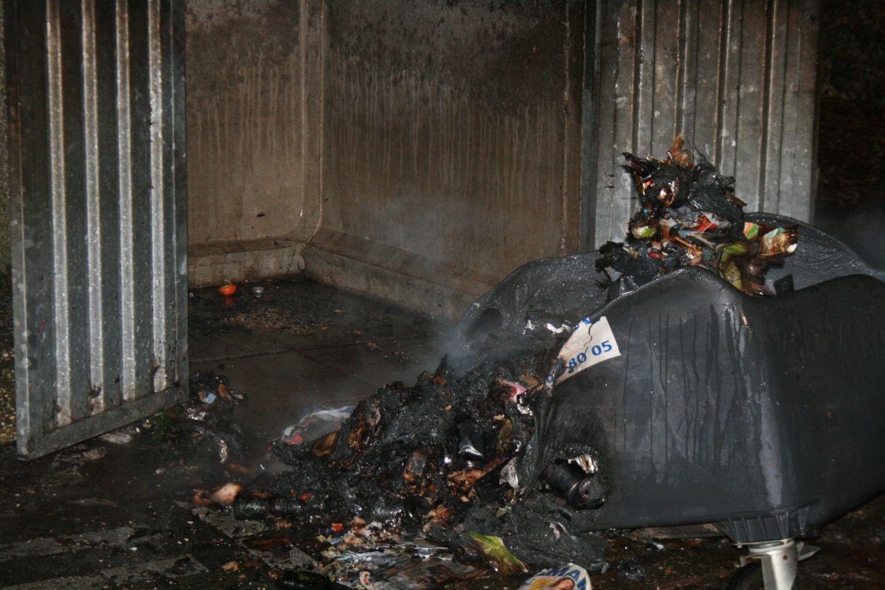 Container in brand op binnenplaats