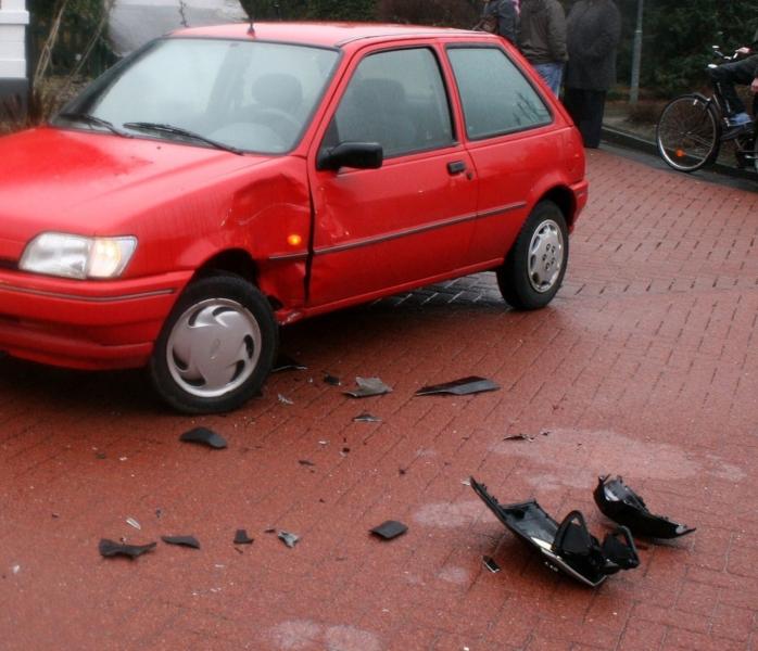 Bromfietser gelanceerd bij aanrijding met auto
