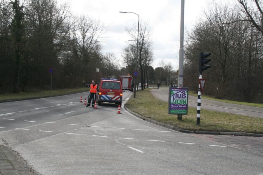 Auto ramt brandweerwagen (video)