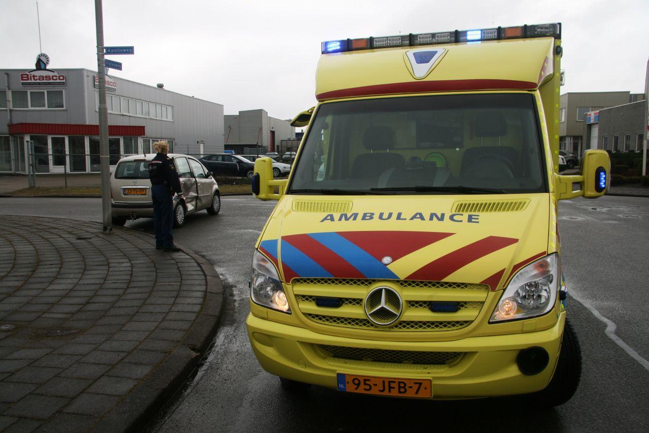 Geen gewonden bij aanrijding tussen twee auto's