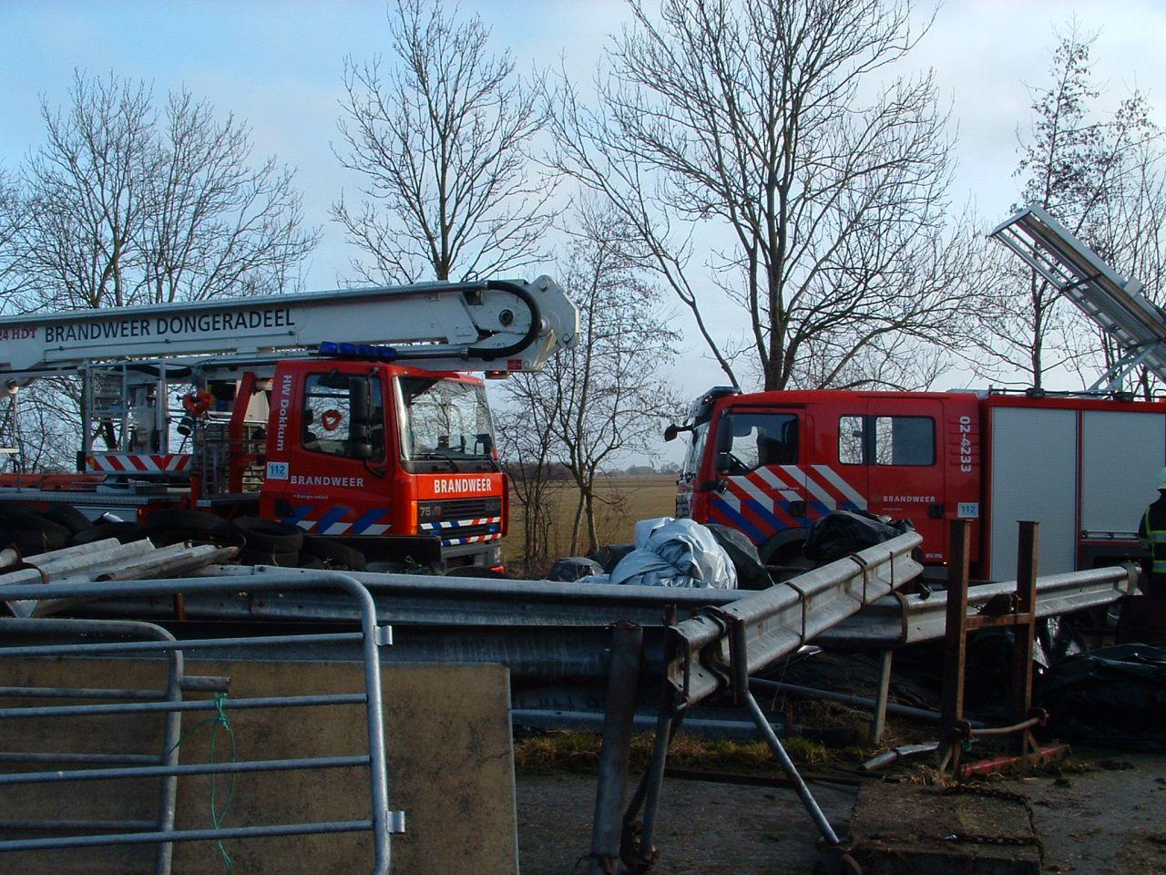 Tractor brandt uit in stal