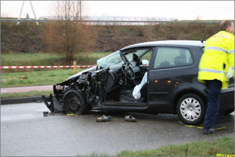 Man overleden na aanrijding met vrachtauto