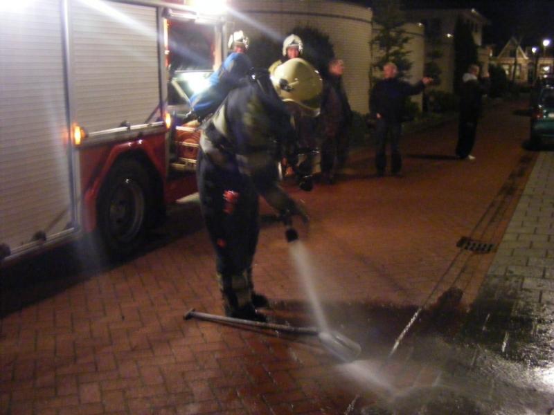Brandweer rukt uit voor benzinelucht