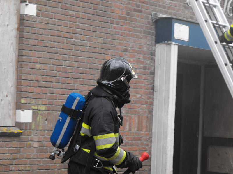 Brand in leegstand pand snel onder controle
