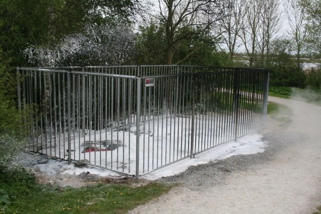 Toilet units in brand gestoken in recreatiegebied