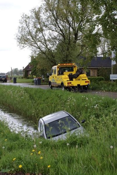 Auto in sloot Boksumerdyk