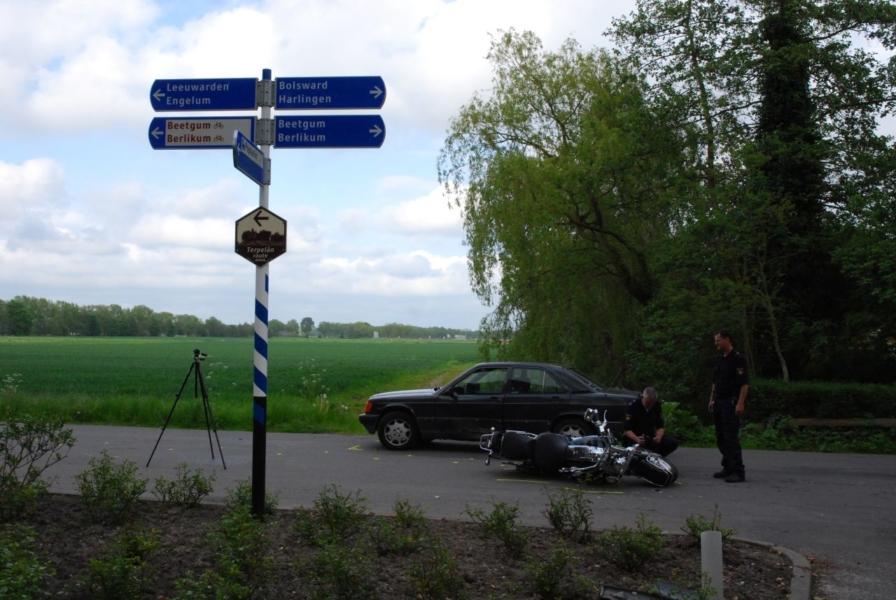 Motorrijder zwaar gewond na aanrijding met auto *Video update*
