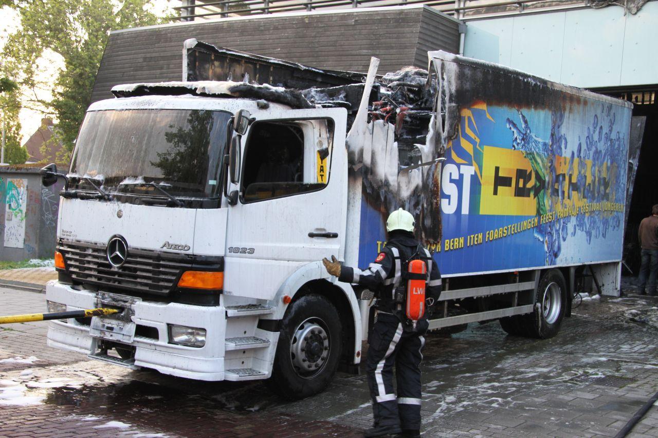 Vrachtwagen oorzaak uitslaande brand Tryater