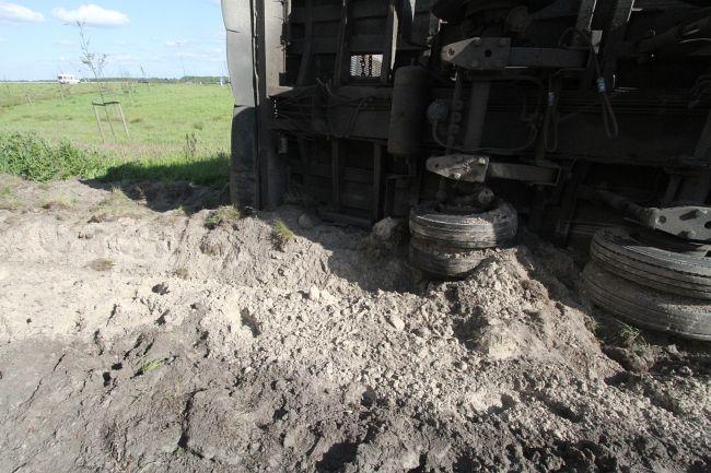 Vrachtwagen gekanteld op knooppunt A7