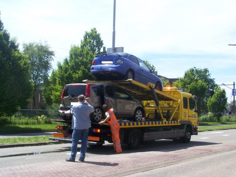 Kop-staart aanrijding met vier auto's