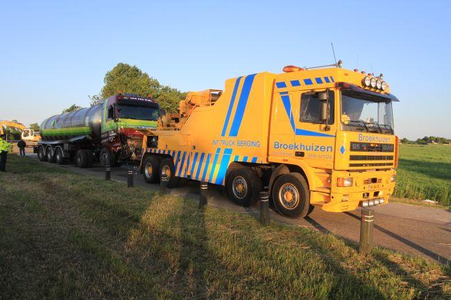 Berging tankwagen en auto's na ongeval