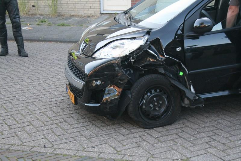 Automobiliste gewond door achteruit rijdende auto