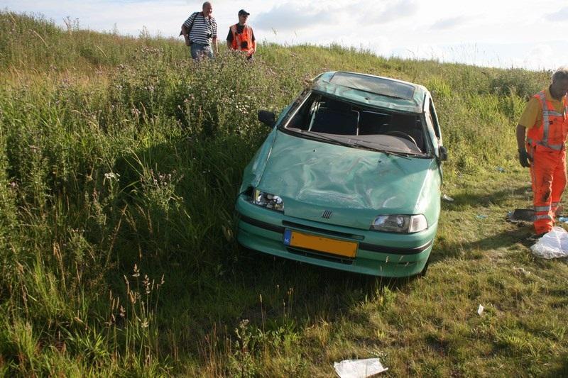 Zwaargewonde bij auto over de kop Waldwei
