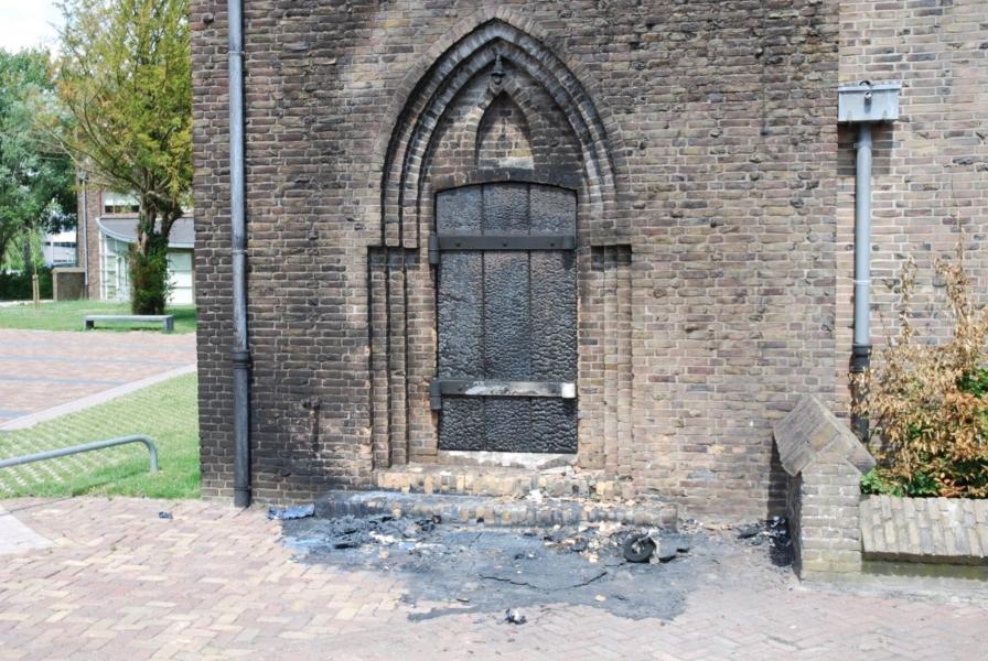 Brand tegen voormalige kerk
