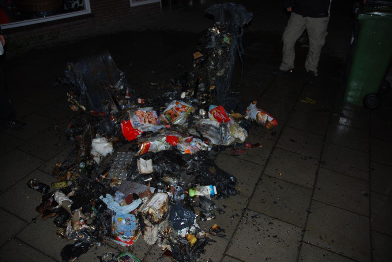 Opnieuw huisvuil containers in brand