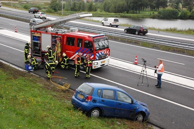 Auto over de kop geslagen knooppunt Heerenveen