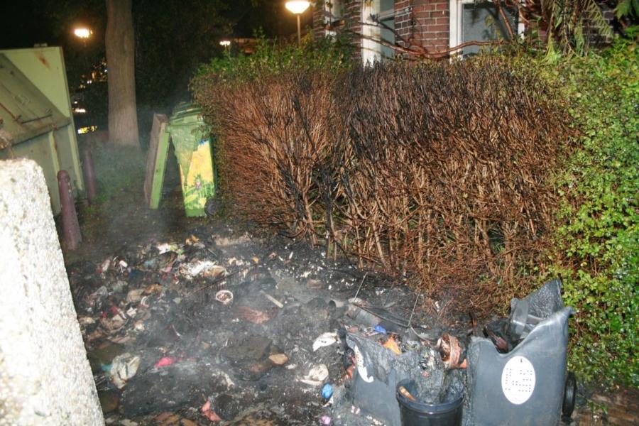 Opnieuw huisvuilcontainers in brand