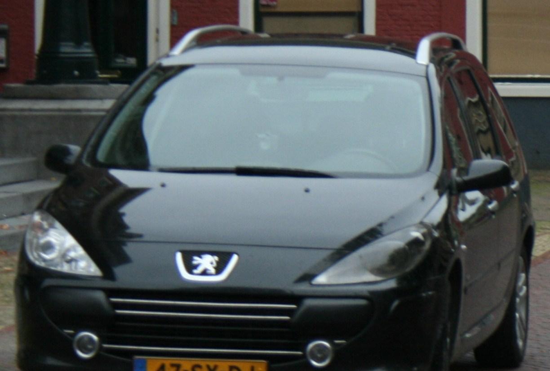 Autobrand blijkt kortsluiting in koplamp