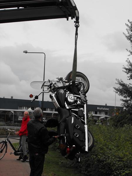 Bestuurder rijd door na aanrijden motor