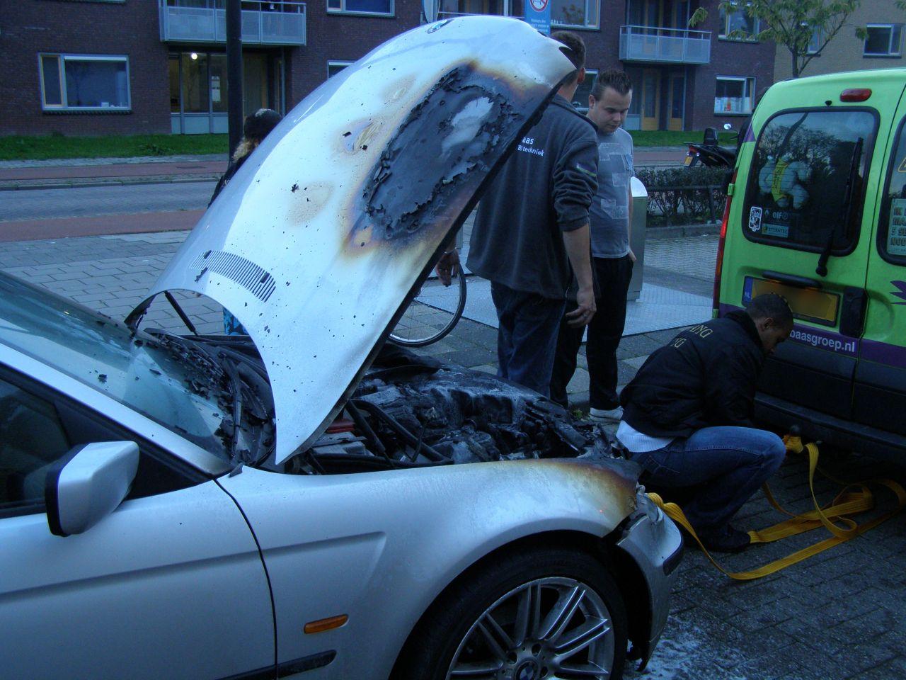 Kortsluiting zorgt voor autobrand