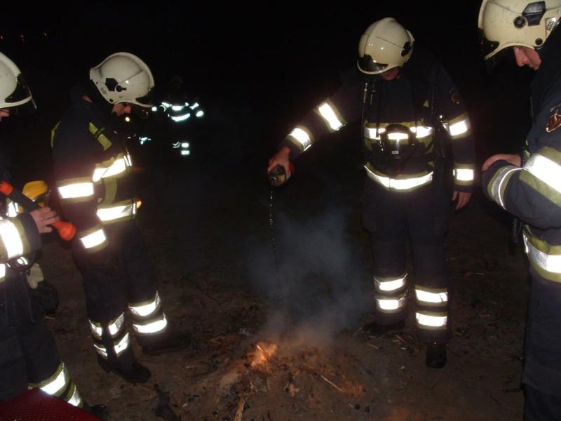 Brandweer rukt uit voor kampvuur