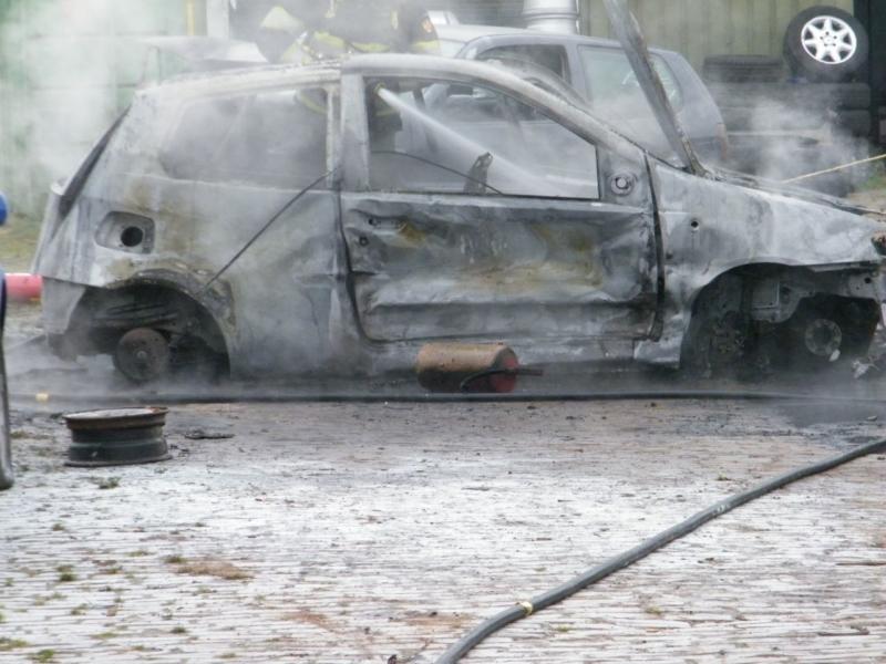 Brand bij autodemontage