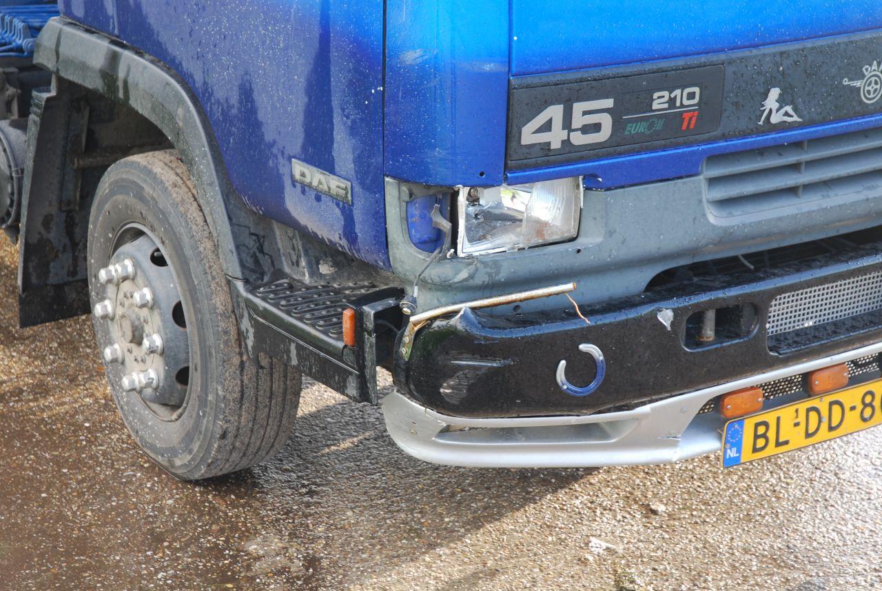 Bromfietser zwaargewond na aanrijding met vrachtwagen N384