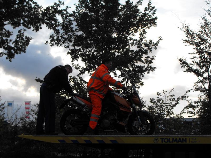 Motorrijdster onderuit bij eenzijdig ongeval