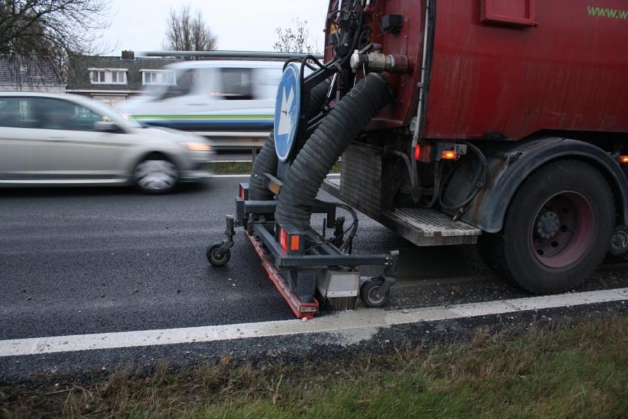 Cementwagen verliest deel van lading