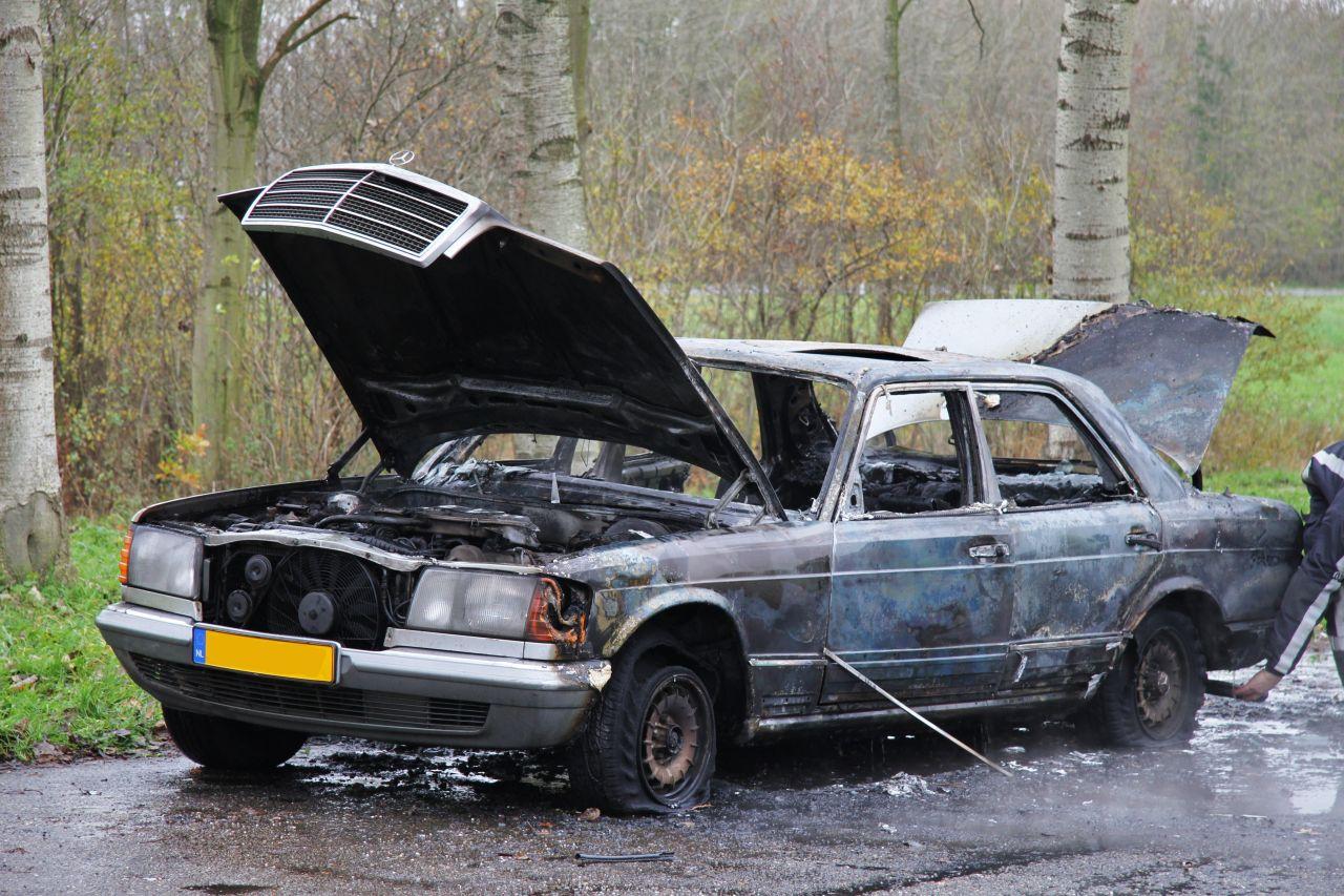 Mercedes brandt volledig uit