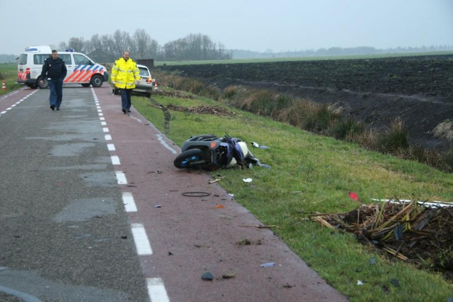 Scooter van achteren aangereden: vrouw overleden