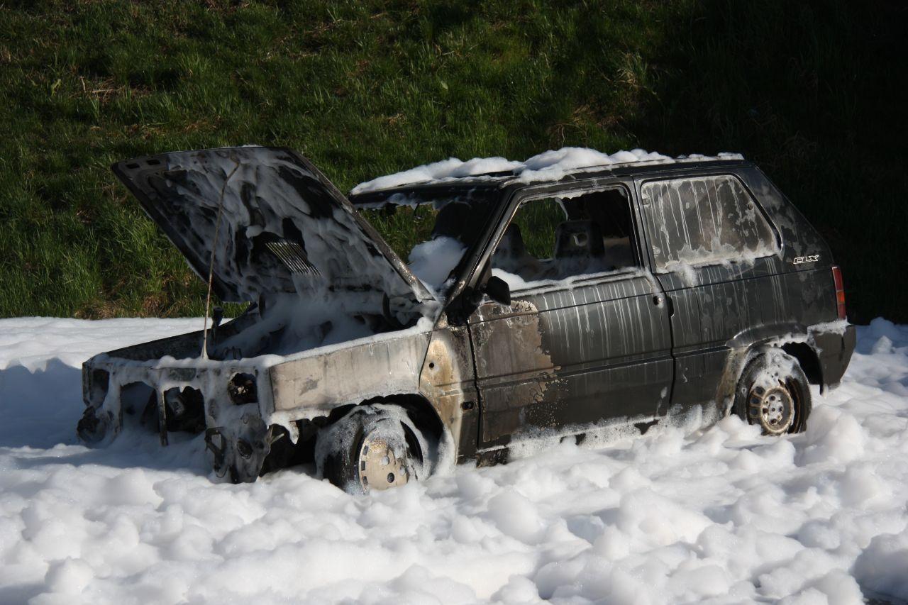 Auto volledig uitgebrand