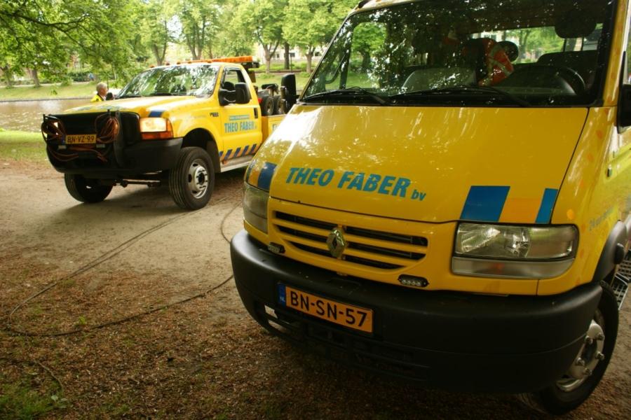 Veel bekijks bij voertuig te water in Prinsetuin