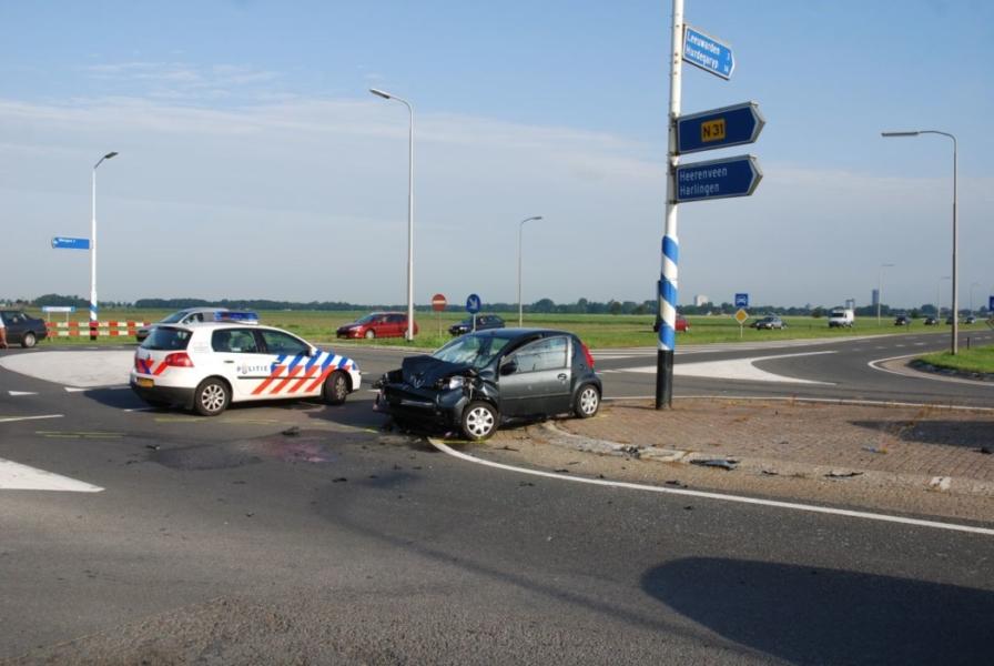 Beknelling bij botsing tussen twee auto's