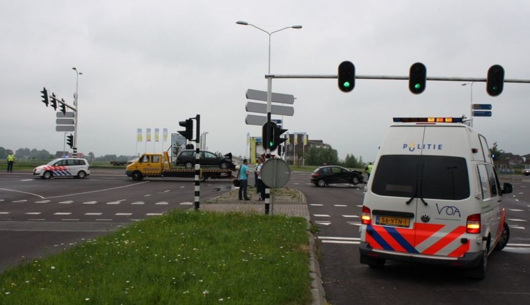 Verkeerslichten buiten werking: Auto's zwaar beschadigd