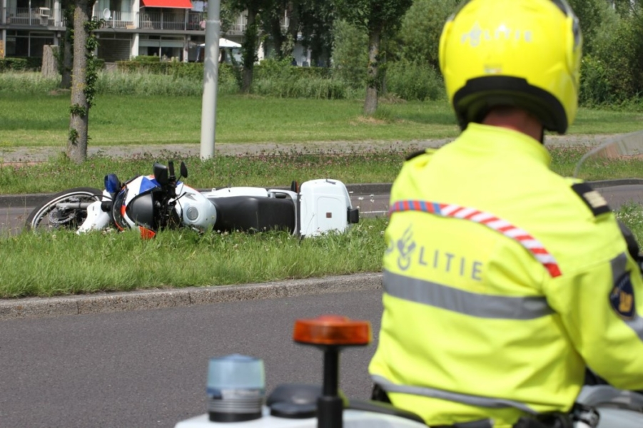 Politiemotor onderuit