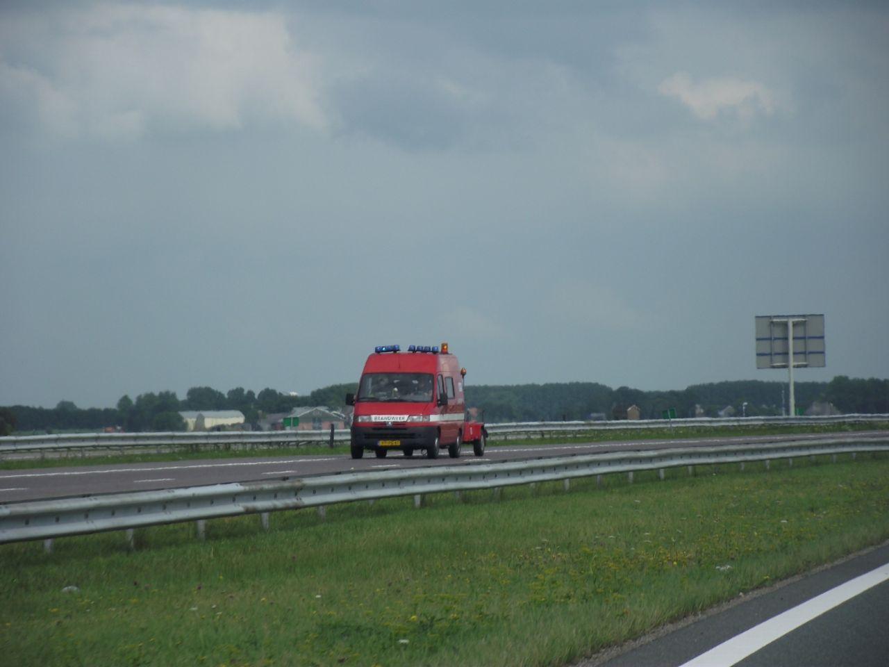 Felle autobrand op de Afsluitdijk