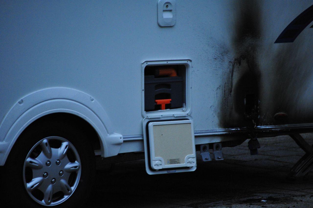 Vakantie door caravanbrand in rook opgegaan