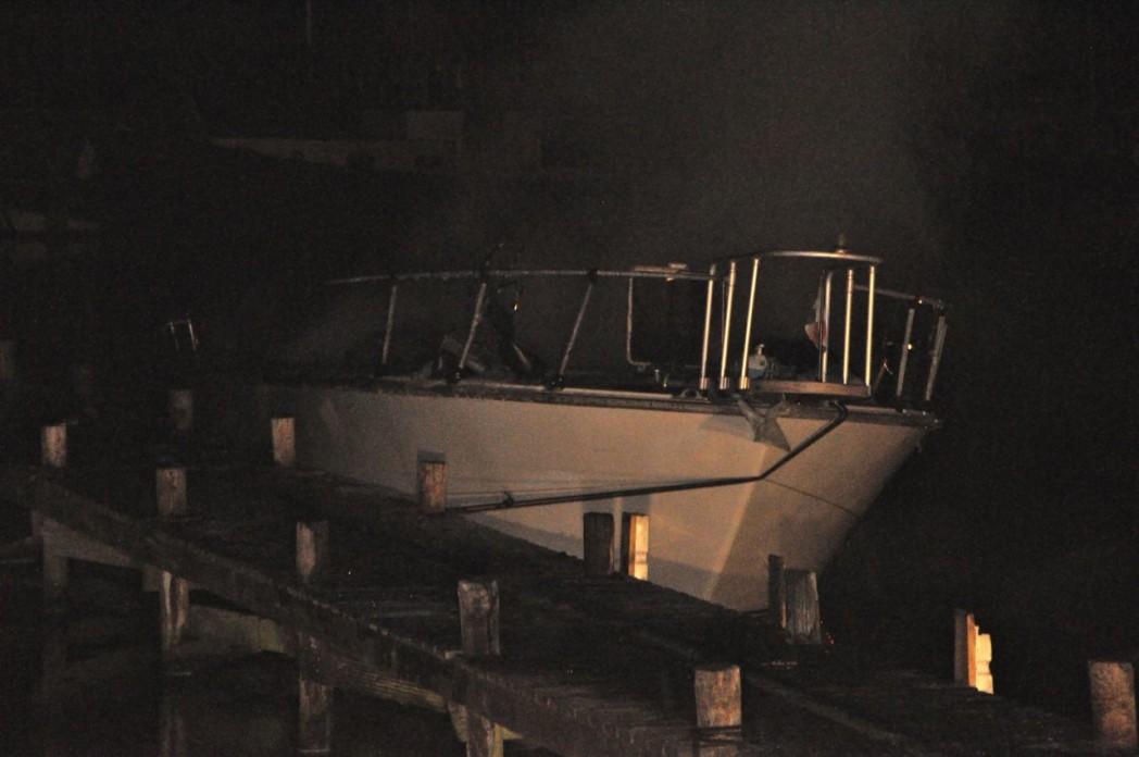 Boot verwoest door felle brand