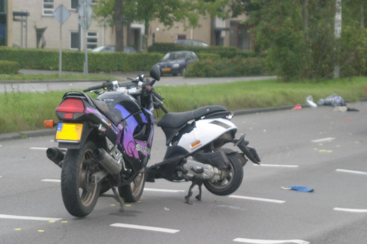 Motor komt in aanrijding met scooter
