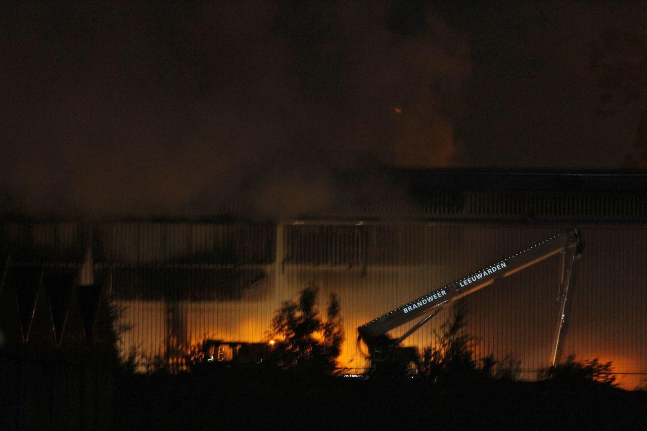 Veel rook bij brand in papierloods Omrin